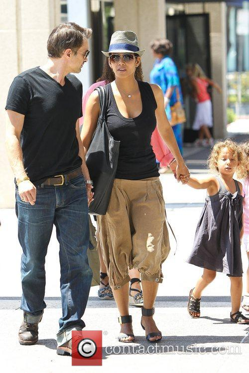 Olivier Martinez and Halle Berry 14