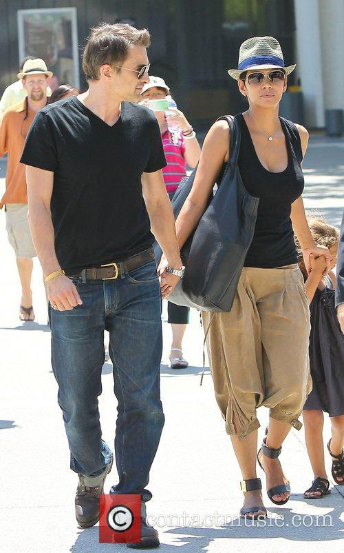 Olivier Martinez and Halle Berry 3
