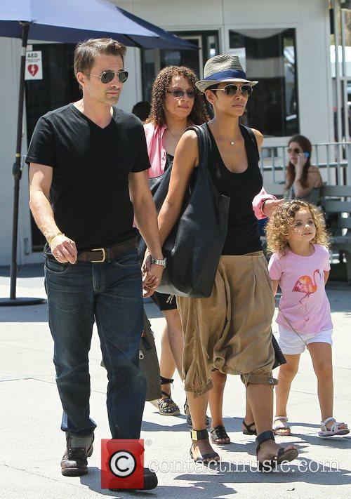 Olivier Martinez and Halle Berry 4