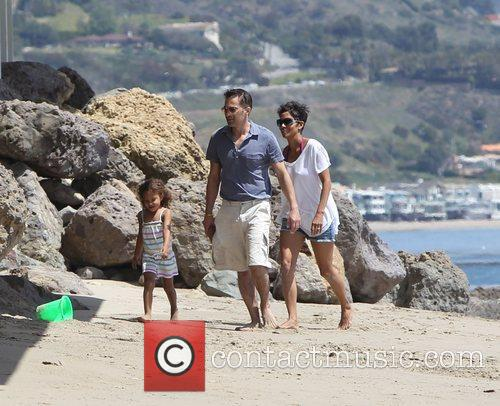 Halle Berry, daughter Nahla Aubry and fiance Oliver...