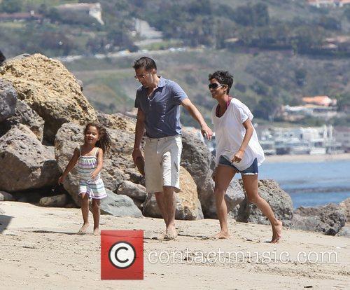 Halle Berry, Olivier Martinez and Malibu Beach 3