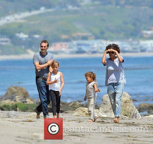 Halle Berry, Olivier Martinez and Malibu Beach 4