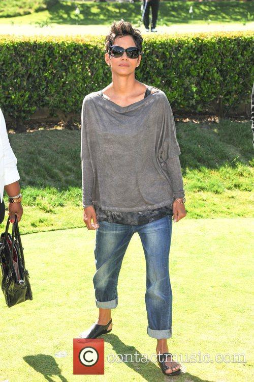 Halle Berry and Celebrity Golf Classic 4