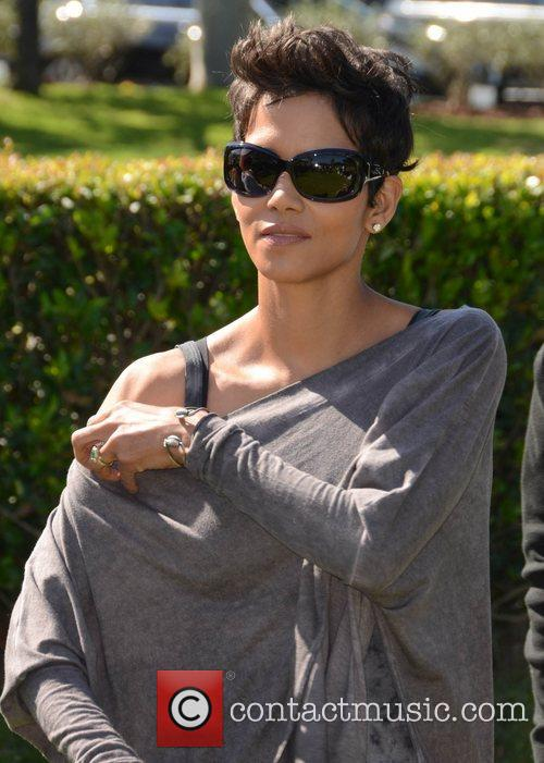 Halle Berry and Celebrity Golf Classic 17