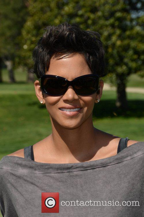 Halle Berry and Celebrity Golf Classic 1