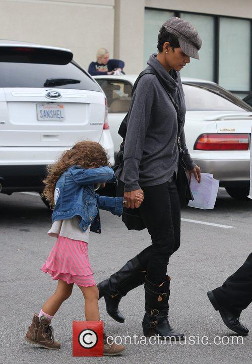 halle berry seen with her daughter nahla 5962347