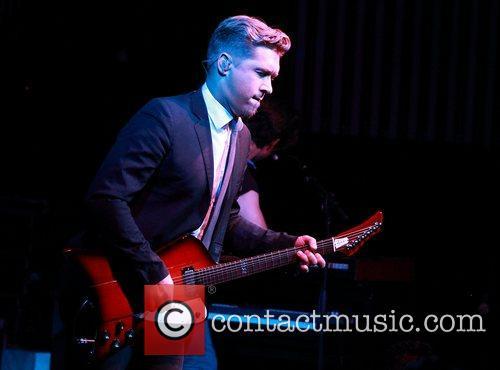 Isaac Hanson Hanson perform live at HQ Complex...