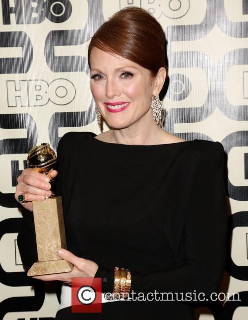 Julianne Moore and Beverly Hilton Hotel 10