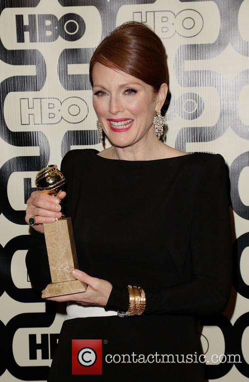 Julianne Moore and Beverly Hilton Hotel 5