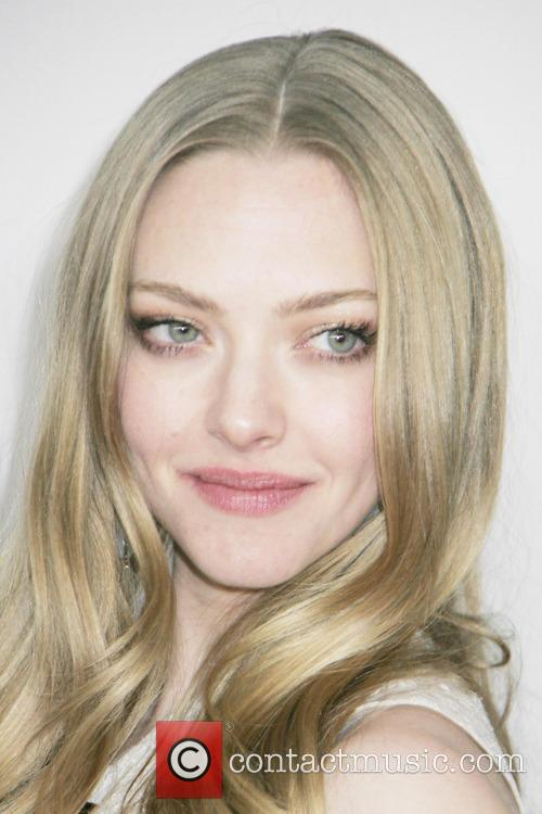 Amanda Seyfried and Beverly Hilton Hotel 4