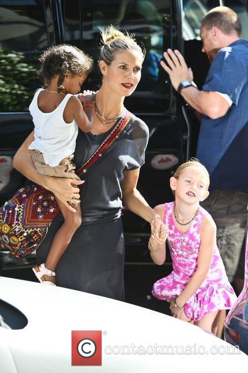 heidi klum arriving at the childrens museum 5883343
