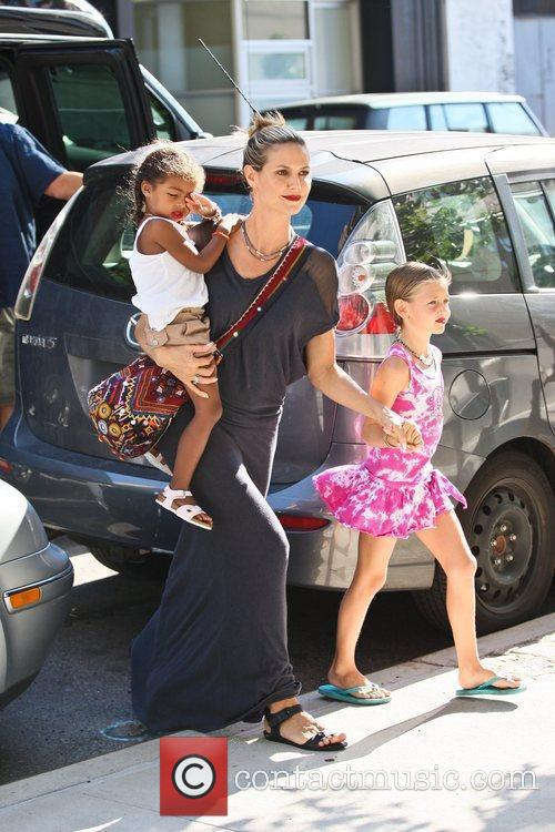 heidi klum arriving at the childrens museum 5883347