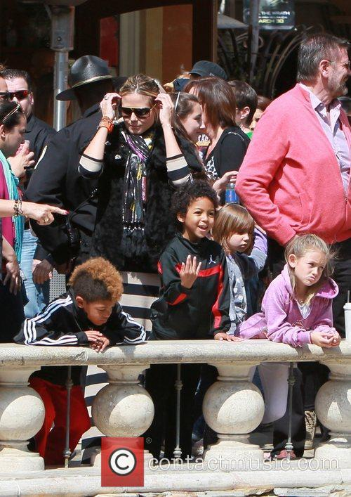 heidi klum and her family spend the 3797187