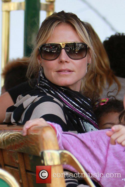 heidi klum and her family spend the 3797596