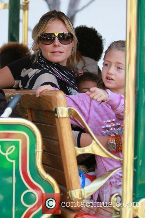 heidi klum and her family spend the 3797642