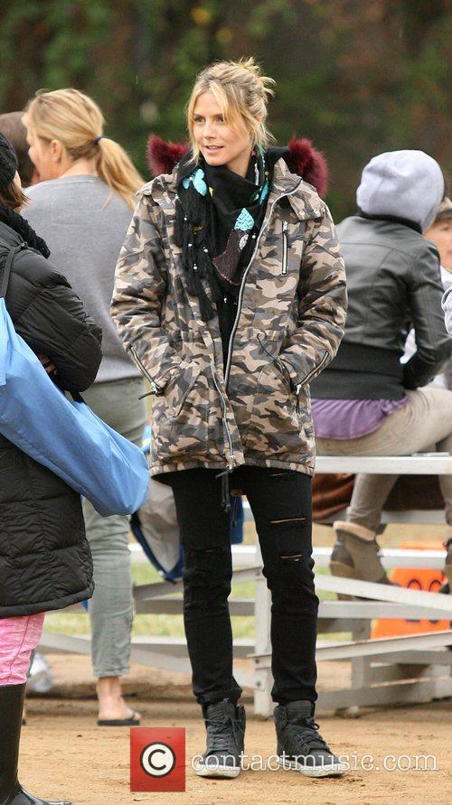 heidi klum at her sons football game 4179815
