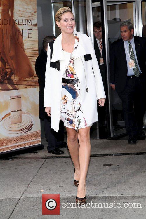 Heidi Klum and Times Square 10