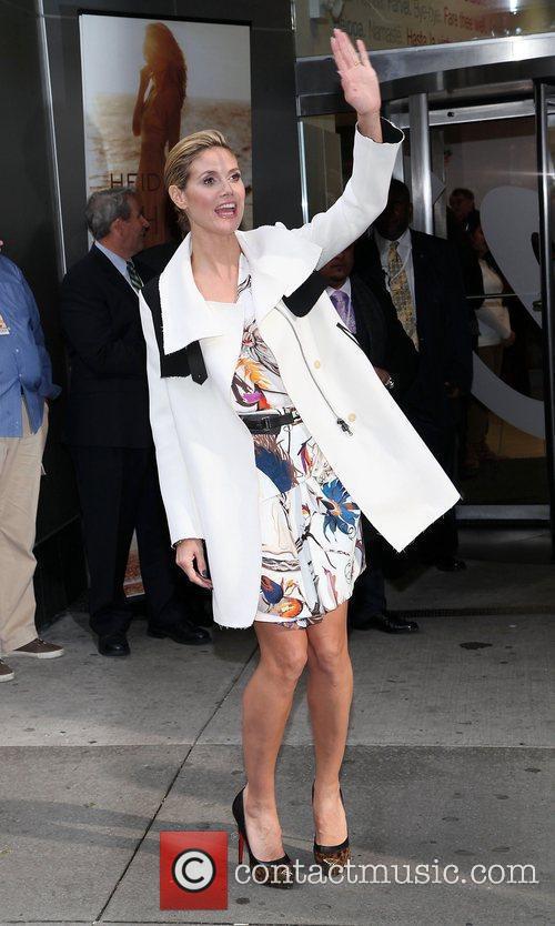 Heidi Klum and Times Square 27