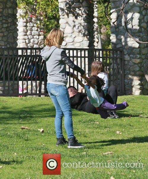 heidi klum swings daughter lou sulola samuel 3829366