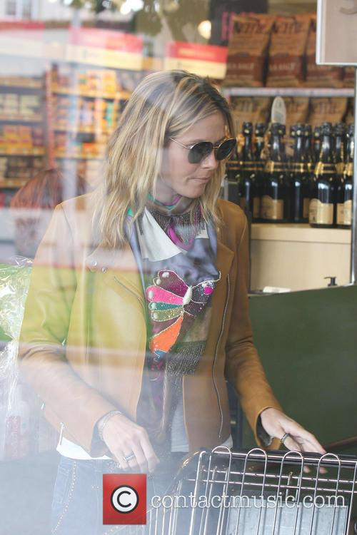 Heidi Klum goes grocery shopping at Whole Foods...