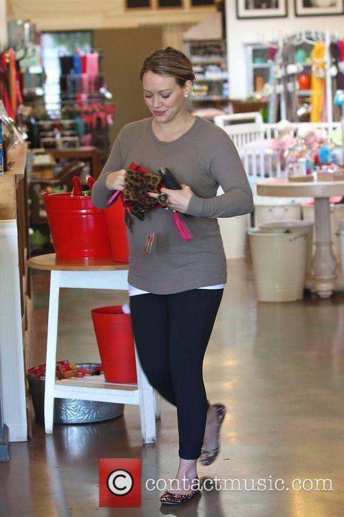 pregnant hilary duff shows off her bump 3664242