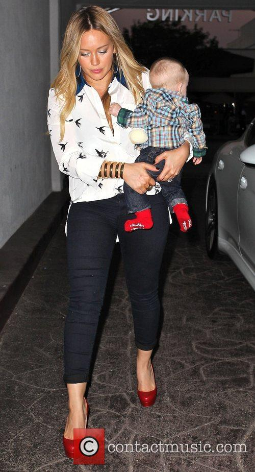 hilary duff carries her son luca as 4103893