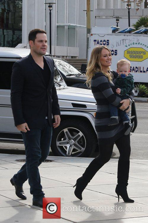 Mike Comrie, Hilary Duff and Luca Cruz Comrie 18