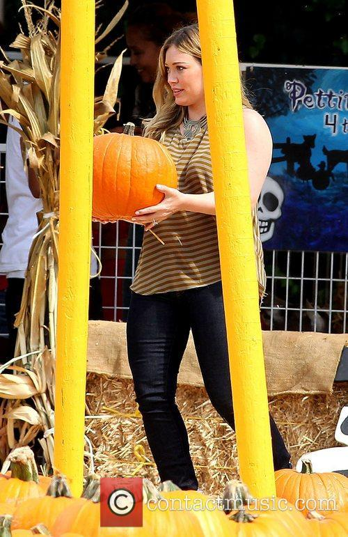 hilary duff enjoys a day at mr 5932482