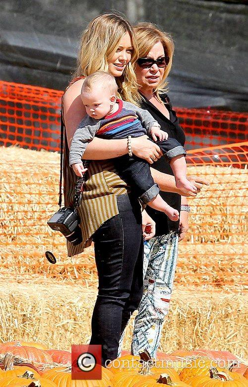 hilary duff holding her baby son luca 5932477