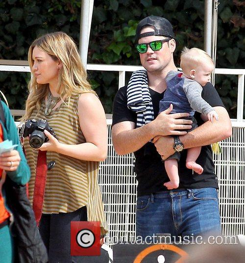 Hilary Duff, Mike Comrie and Luca Cruz Comrie 9