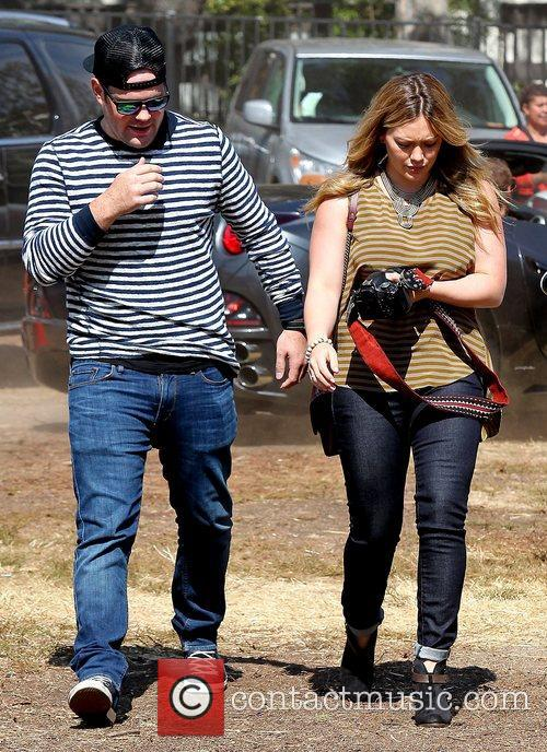 Mike Comrie and Hilary Duff 13