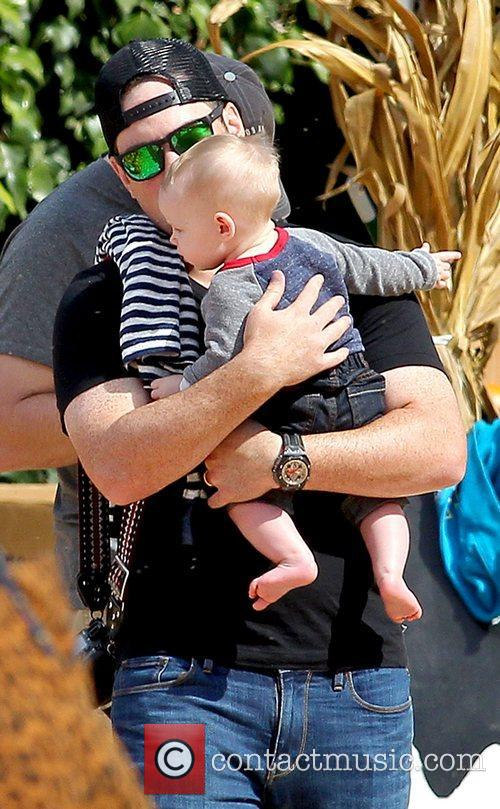 mike comrie and son luca cruz comrie 5932478