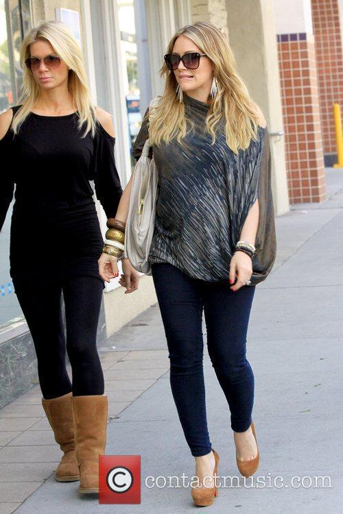 hilary duff shows off her growing baby 5773465