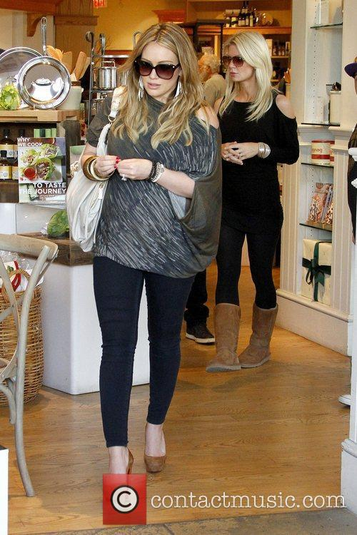 hilary duff shows off her growing baby 5773475