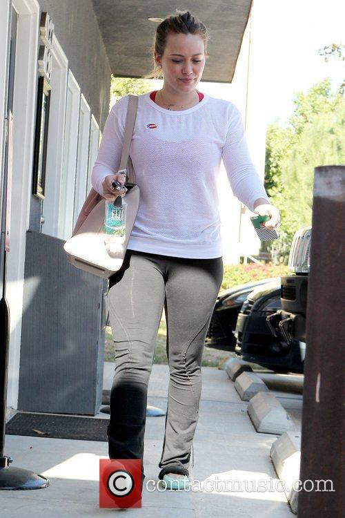 hilary duff arrives to her pilates class 5945090
