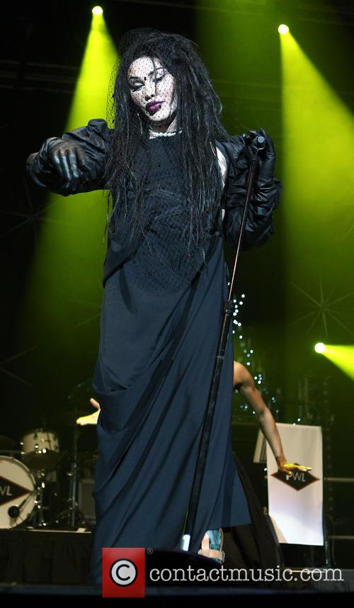 Pete Burns, Dead and Alive 19