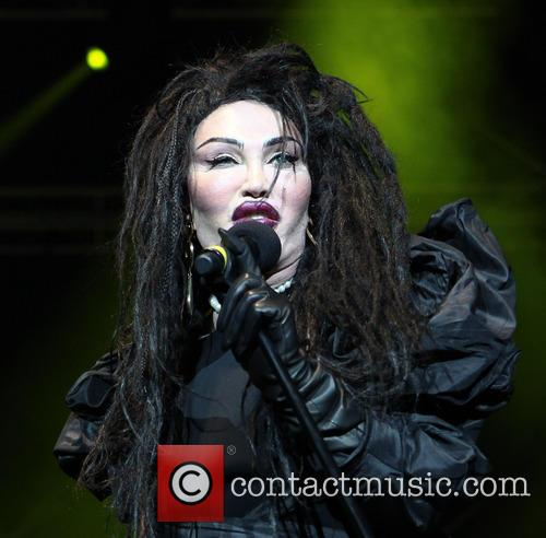 Pete Burns, Dead and Alive 4