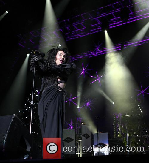 Pete Burns, Dead and Alive 16