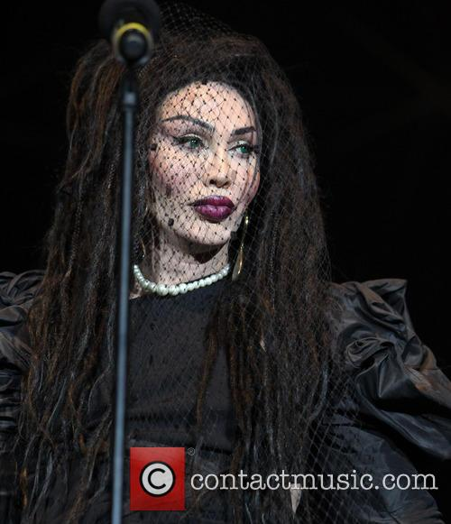 Pete Burns, Dead and Alive 22