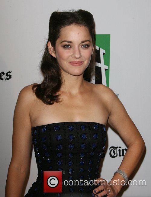 Marion Cotillard and Beverly Hilton Hotel 6