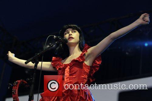 Kimbra and Architecture In Helsinki 1