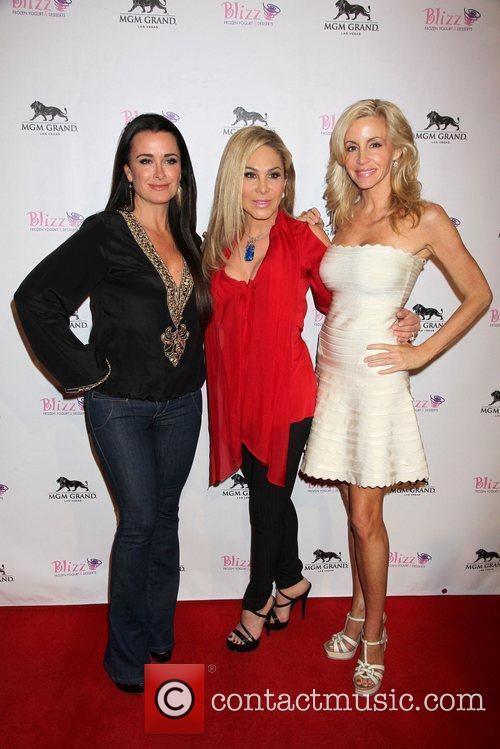 Kyle Richards and Camille Grammer 4