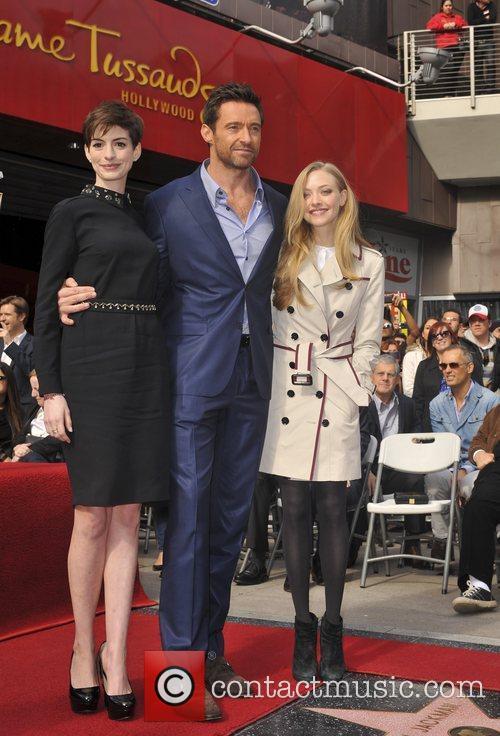 Anne Hathaway, Hugh Jackman and Amanda Seyfried 6