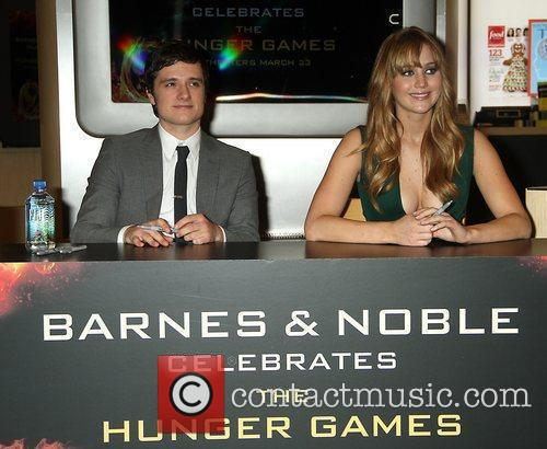 Josh Hutcherson and Jennifer Lawrence 6