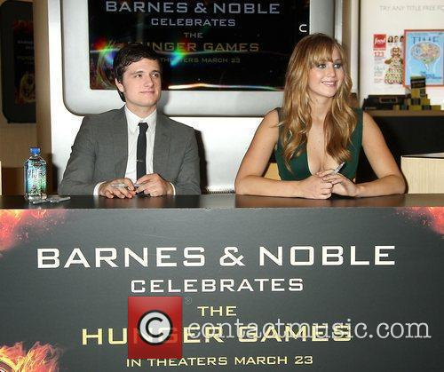 Josh Hutcherson and Jennifer Lawrence 9