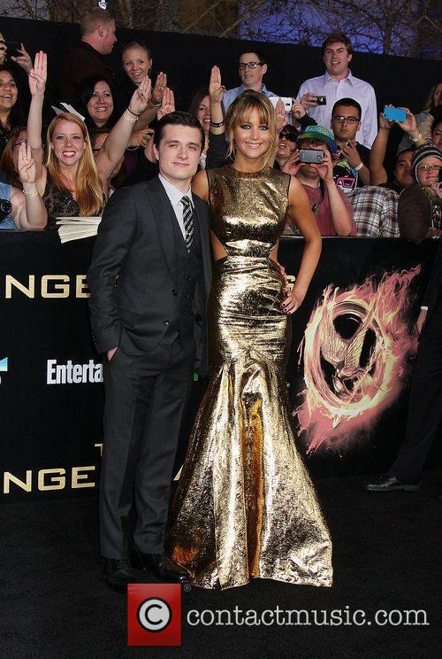 Josh Hutcherson and Jennifer Lawrence 3