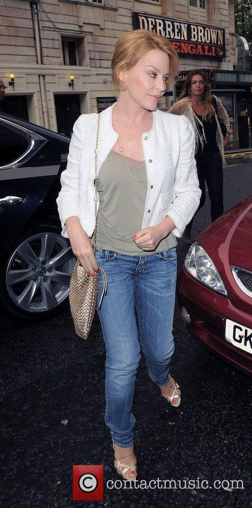 kylie minogue at the hurly burly show 3984980