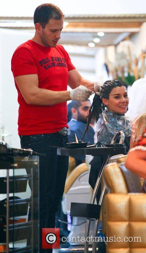 imogen thomas getting her hair dyed a 5898895