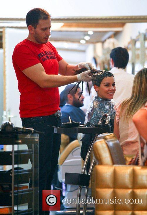 imogen thomas getting her hair dyed a 5898897