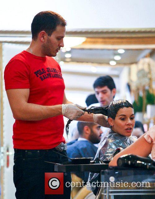 imogen thomas getting her hair dyed a 5898902
